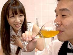 新鮮おしっこをグラスで一気飲みする動画